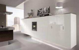 Cucina contemporanea_Free_Inox Look_dettaglio colonne sospese attrezzate per dispensa o con elettrodomestici. L 60+60+240+60 apertura complanare/battente/estraibile