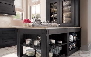 Cucina classica_Melograno CK2_dettaglio base penisola a giorno passante e elemento di completamento a giorno con mensole