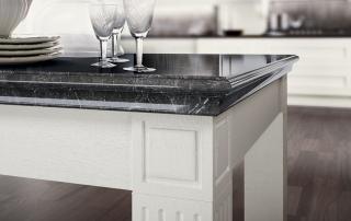 Cucina classica_Melograno_tavolo 200 x 100 H 78 cm struttura rovere nelle finiture della collezione, top in marmo