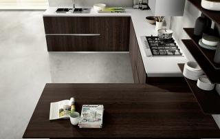 Cucina moderna_Mood-03-tavolo penisola (L 180 x P 90 cm) con il top a spessore ridotto (2 cm) nella finitura laminati b.p. in rovere termico