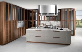 Cucina contemporanea_Noisette_Room Two_composizione variante anta telaio Noce americano, laccatura Platino, Top marmo Arabescato opaco