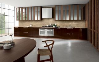 Cucina contemporanea_Noisette_Room Four_composizione con anta telaio Noce americano, laccatura Chocolat, Top marmo Emperador light opaco