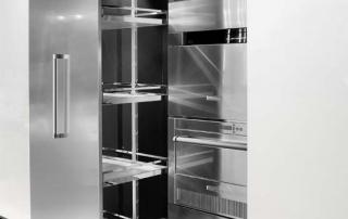Cucina moderna_Touch.01_dettaglio blocco colonna da 244 cm (60+60+60+60) permette di allestire l'armadio dispensa con attrezzatura interna di serie Composit