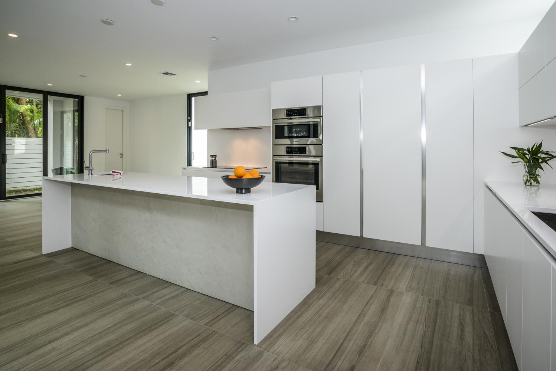 Cucina Moderna Bianca Laccata.Maxima Cucina Moderna Bianca Laccata A Isola Cucine Composit