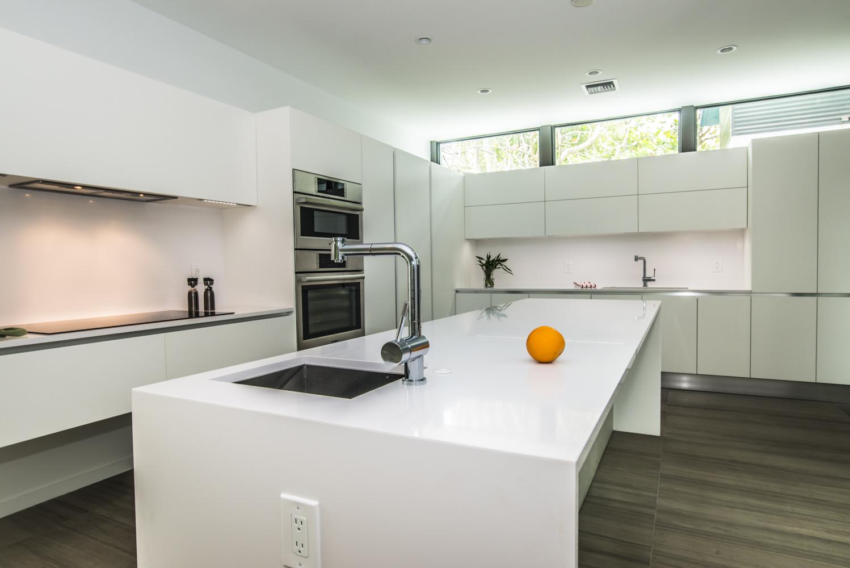 MAXIMA - Cucina moderna bianca laccata a isola - CUCINE COMPOSIT