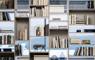 Collezione living_Day System.01_libreria a spalla portante nella versione centrostanza, in una alternanza pieni/vuoti tra i vani passanti e i vani con schienale