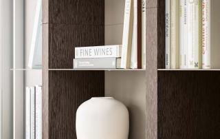 Collezione living_Day System.07_ dettaglio boiserie con mensole (L60-H60/120-P27cm), realizzata con montante verticale spessore 5 cm, schienale e mensole in metallo a spessore ridotto