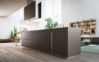 Cucina moderna_Lounge.02_dettaglio isola nella finitura laccato peltro scuro (LAPS)