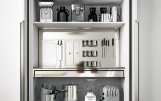 Cucina moderna_Lounge.04_dettaglio ante a scomparsa per totale accesso al vano interno. Ripiani fissi o estraibili, fondale attrezzato, cestoni, ripiani con luce. Possibilità di incassare forno, frigor e lavastoviglie