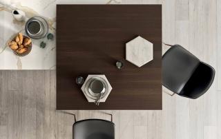 Cucina moderna_Pepper_dettaglio piano snack a forte spessore (120x120x6 cm) trasformabile in un tavolo funzionale