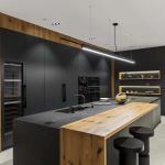 Cucina Moderna_Linea_dettaglio isola in laminam nero greco e legno antico