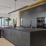 Cucina Moderna_Linea_dettaglio isola in laminam nero